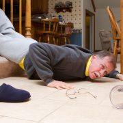 IMSS SLP recomienda prevenir caídas en personas adultas mayores