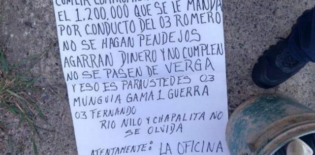 AMENZAN AL COMISARIO DE LA POLICIA DE GUADALAJARA CON CABEZA DE CERDO