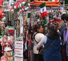 DULCES, DISFRACES, CARNE Y MUCHO MÁS PARA LOS FESTEJOS PATRIOS EN LOS MERCADOS TRADICIONALES