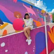 """Alegría de niñas y niños, fue plasmada en atractivo mural del """"País de las Maravillas"""""""